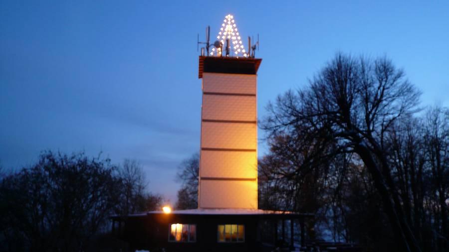 Hessenturm beleuchtet