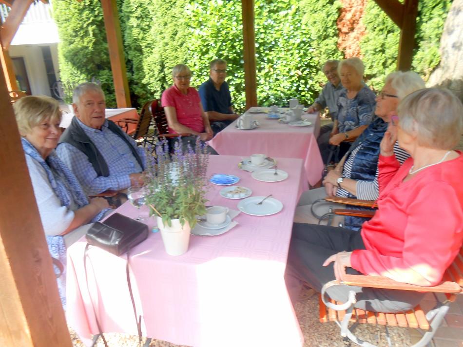 Zum Kaffeetrinken kehren wir in das Landhotel Kern in Bad Zwesten ein.